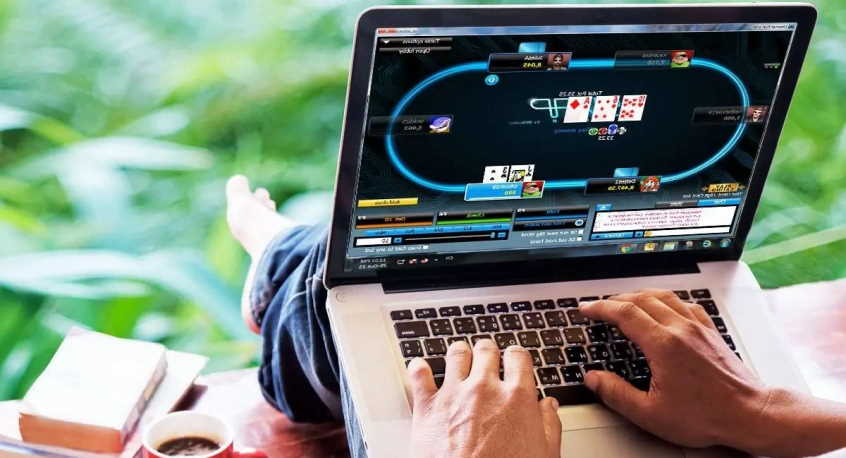 play poker tournaments